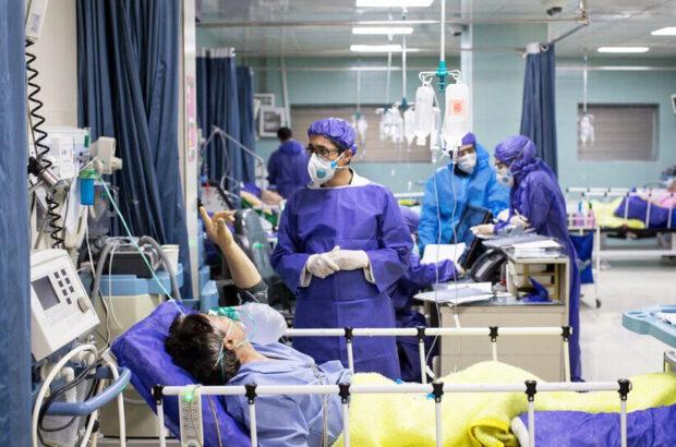 ابتلای ۵۰۰۰ نفر از کادر بهداشت و درمان آذربایجان شرقی به کرونا/ اعلام سه مقطع اوجگیری بیماری کرونا