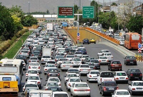 طعم تلخ ترافیک شهری / ضرورت شناسایی راهکارهای حل معضل ترافیک / تعریض خیابانها مهمترین راهکار است